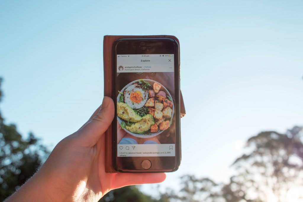 Instagram Post mit healthy Food - Symbolfoto für Social Media Food and Beverages